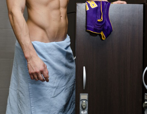 photodune-6440976-shirtless-muscular-young-male-athlete-in-gym-dressing-room-s